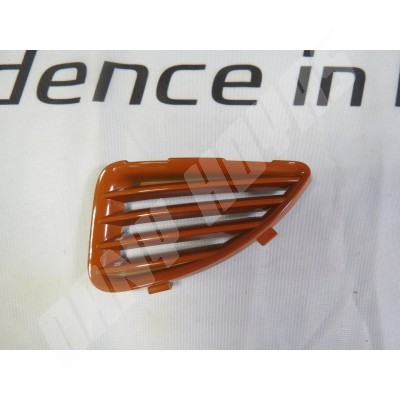grille orange gauche dans pare chocs avant gt 99-00